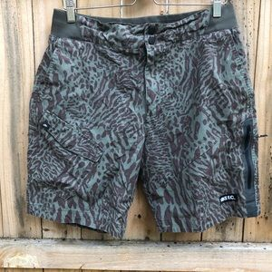 Nike mens L allover pattern print cargo shorts